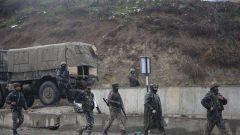 损失惨重!印度警察车队遭袭击 已致42人死亡