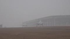 穿云破雾 空军战鹰低气象条件下飞行