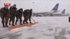铲冰除雪保障群众安全出行
