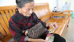 """92岁老游击队员交""""特殊团费""""助困难学子"""
