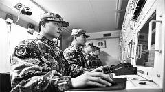 中部战区空军雷达某部官兵:瞪大眼睛   护航空中要道