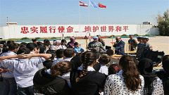 中国赴黎维和官兵教授当地学生急救知识