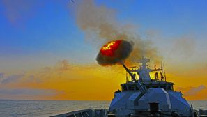 """用强大火力  带你认识""""香江第一舰""""——惠州舰"""