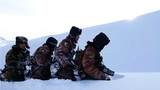 """玉其塔什边防连位于祖国最西端,有""""雪海孤岛""""之称,这一天,巡逻小分队像往常一样乘马踏雪出发了,目的地是海拔3400多米的6号山口。"""