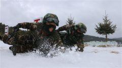 云南武警:冰天雪地   特战训练提高反恐技能