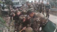 四川荣县发生4.9级地震 武警官兵全力救援
