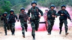 """海南武警""""魔鬼周""""训练:聚焦练兵备战  锻造海岛精兵"""