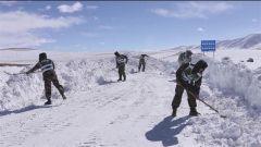 机动二总队:紧急抢通暴雪路段