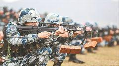 空降兵某旅组织营连指挥员集训:一线带兵人 带头练打仗