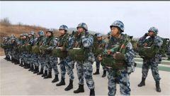 【新春走基层 记者在战位】空降兵某旅:全装跳伞全要素空投贴近实战