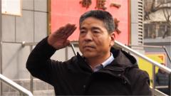 """退伍老兵""""感动中国""""获奖者重回老部队再续战友情"""