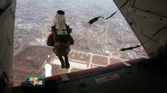 燕山脚下 特战队员多要素伞降机降训练