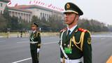 天安门广场上执勤的哨兵,用忠诚坚守在自己的岗位上,展现出中国军人形象。