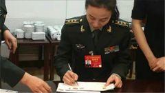 军视Vlog|第二位飞天的女航天员王亚平的签名版纪念封来了,要吗