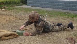 向合格战斗员转变 来看00后新兵的专业训练