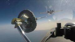 """海军歼-15舰载战斗机""""伙伴加油""""训练"""
