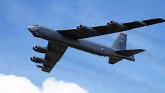 美国B-52轰炸机高调巡航 意欲何为