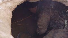 茫茫雪野如何宿营 看武警战士挖的猫耳洞雪窝子