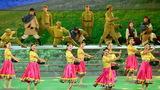 演員在表演情景歌舞《軍民魚水情》。新華社記者 李鑫 攝