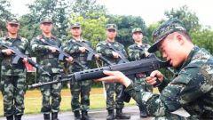 在部队当班长,是怎样一种体验?