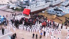 青岛喜迎海军节 快闪点燃海军城