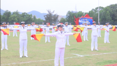 【第一军视】人民海军成立70周年:海军官兵旗语版祝福了解一下
