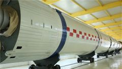 【军事嘚吧】西昌卫星发射中心里的备用火箭什么样?