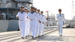论兵·人民海军70周年:水兵服为什么没有领子?原来是因为这个