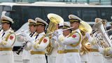 中国海军奏响军乐欢迎外舰。(徐晓羽 摄)