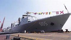 """探訪呼倫湖艦:海上""""加油站"""" 首艘大型遠洋補給艦"""