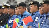 新加坡官兵观看演出。(尚文斌 摄)