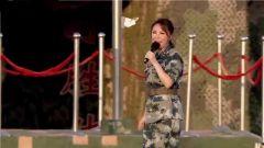 女兵一首《为我们的今天喝彩》歌声嘹亮 为战士们喝彩