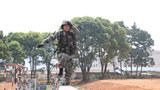 春暖花開正當時,練兵備戰固邊防。近日,南部戰區陸軍邊防某旅偵察連開展多項體能、技能訓練,一起走進訓練場去看看偵察兵戰斗的身影!