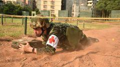 """黄土飞扬丨练兵场上移动的""""红十字"""""""