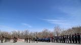 五一前夕,新疆阿勒泰地區第二高級中學和阿葦灘寄宿制學校的師生們來到武警阿勒泰支隊參加軍營開放日活動。