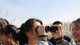 學生們近距離體驗軍營生活。