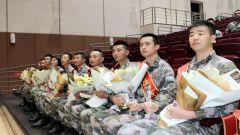 """战略支援部队某部举行首届""""刀锋战士""""颁奖典礼"""