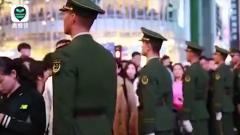 """上海武警拉链式""""网红""""人墙 重出江湖"""