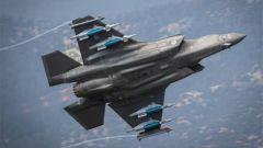 美军两架F-35A战机携带炸弹 威力如何
