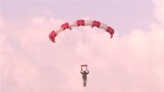 賀蘭山麓  特種兵高低空傘降訓練