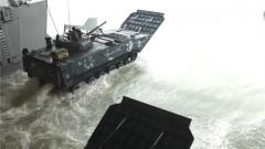 中泰海军联训:双方进行两栖立体抢滩登陆演练