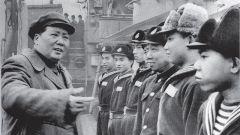 毛泽东乘军舰航行4天3夜 看到这一幕时十分高兴