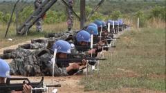 南苏丹:中国维和步兵营组织实弹射击训练