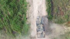 嶺南山地  裝甲車多課目連貫考核