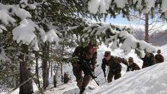 《军事报道》20190512 12年青春坚守 情注雪海孤岛