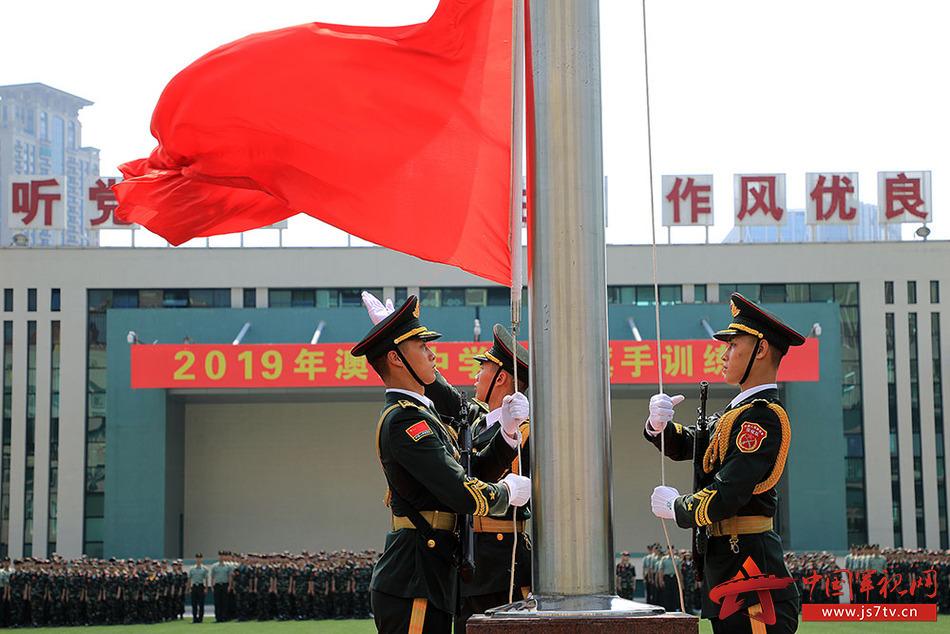1-训练营在升国旗仪式中开始
