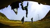 初夏的西北大漠,茫茫戈壁一片火熱,新疆軍區某炮兵團官兵正在展開實彈射擊訓練考核,戰炮分隊利用直瞄射擊等多種射擊手段對多個目標實施精確打擊,檢驗部隊訓練成效。