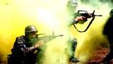   5月11日,武警四川省总队组织分队战术教练员在凉山州某陌生地域开展丛林捕歼战斗演练。此次集训以班、排、中队、大队编成战术训练为研究重点,着眼培养参训学员的战术思维、战术素养、战术能力,不断提高各级指挥员组织指挥、控制协同能力和分队打击、协同作战能力。李结义 摄
