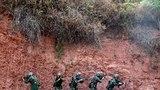 5月11日,武警四川省总队分队战术教练员集训队员在凉山州某陌生地域开展丛林捕歼战斗演练。李结义 摄
