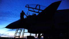 雙手托舉戰鷹 他們是光榮的機務兵